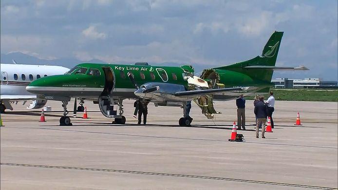Un avion bimoteur a presque été coupé en deux mercredi dans le Colorado.