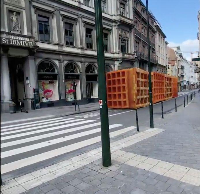 Een metrostel wafels rijdt door Brussel.