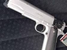 Gewapende vriend stapt ook in auto bij seksafspraak in Deventer: celstraf voor afpersing