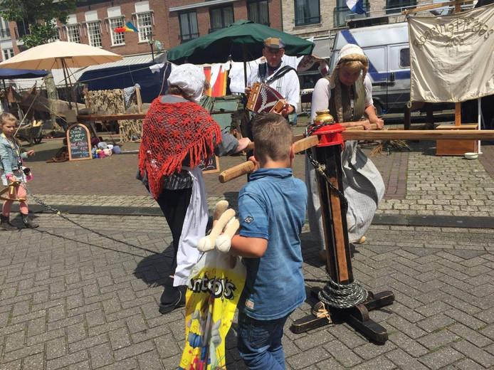 De touwslager in actie in Kerkdriel.
