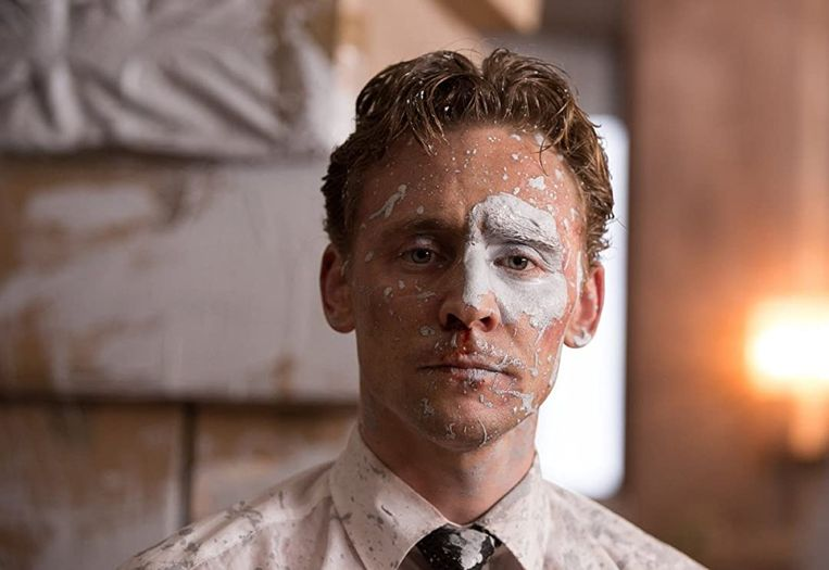 Tom Hiddleston in High-Rise van Ben Wheatley. Beeld