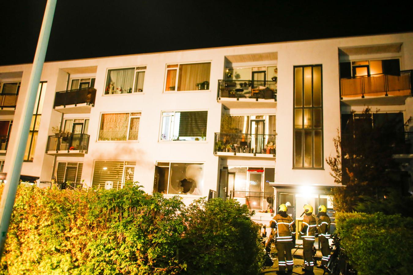 De brandweer kwam ter plaatse voor een brand in de Willem Barentszstraat in Dordrecht.