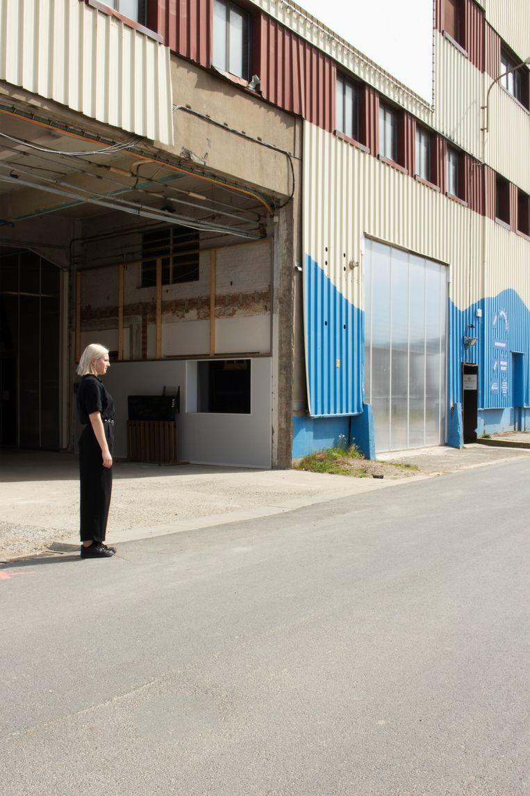 De moeilijkste foto van het hele project: Flora Vanclooster ging terug naar de Kruitfabriek, waar haar broer Frederik verdween. Beeld Flora Vanclooster