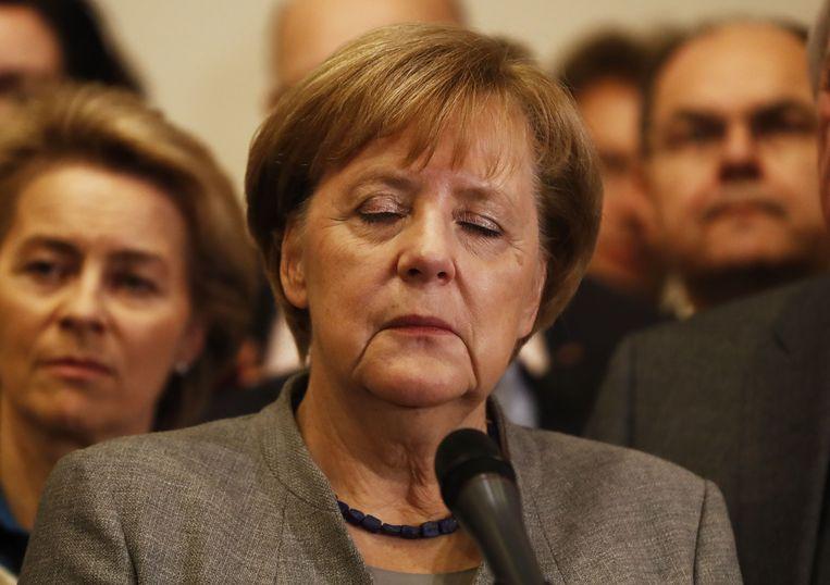De Duitse bondskanselier Angela Merkel keek vannacht bezorgd na het mislukken van de onderhandelingen van de Jamaica-coalitie. Beeld AFP