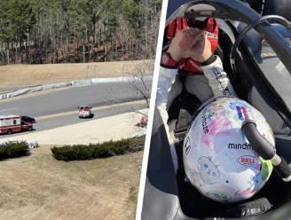 """Romain Grosjean kruipt na zware F1-crash voor het eerst terug achter stuur en mist eerste bocht: """"Angst was er niet"""""""