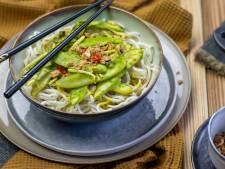 Wat Eten We Vandaag: Noedels met peultjes in kurkuma-kokossaus