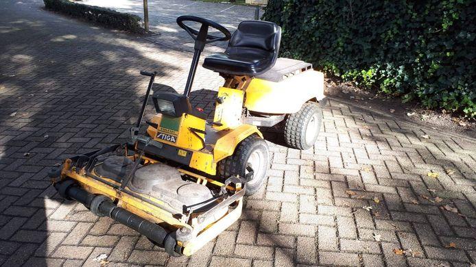 Ook deze machine werd afgelopen dagen weggehaald bij de tennisclub.
