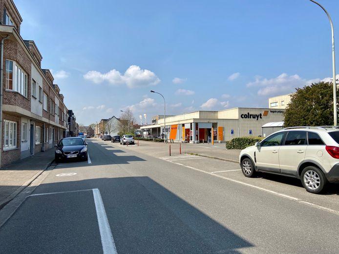 Het deel van de Zoerselsteenweg tussen de verkeerslichten en de rotonde is
