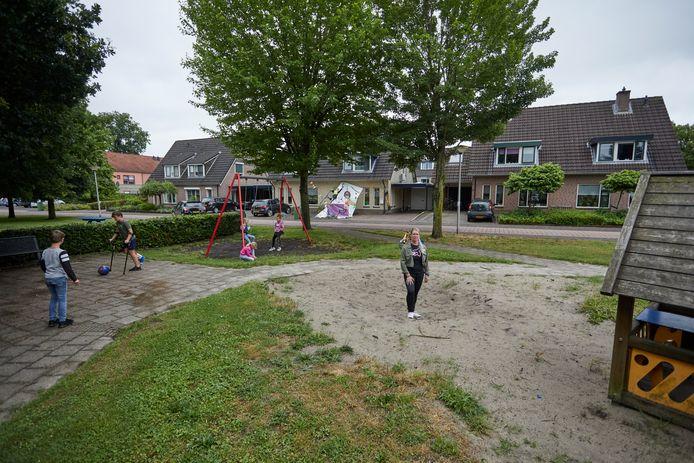 De speeltuin in Ruurlo die eerder dit jaar voortijdig werd ontdaan van de populairste speeltoestellen.