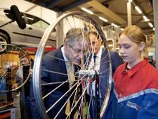 Kritiek op onderwijsminister Slob zwelt aan: hij doet te weinig aan het lerarentekort