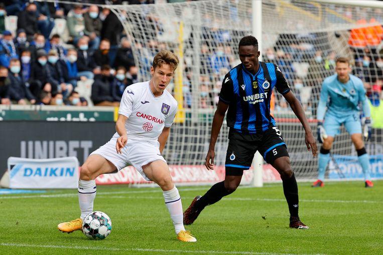 Yari Verschaeren en Odilon Kossounou van Club Brugge. Vandenhaute: 'Ik draag de volle verantwoordelijkheid voor de leiding van Anderlecht.' Beeld Photo News