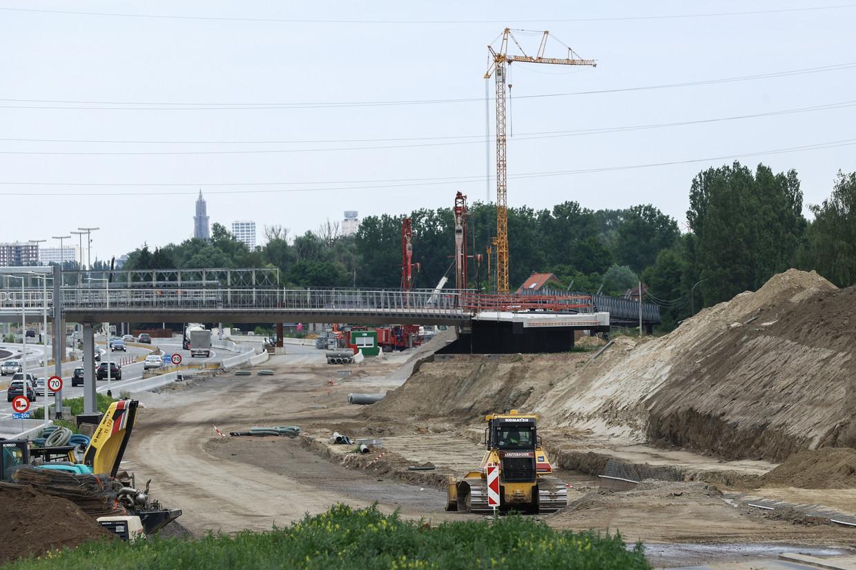 De werken aan de Oosterweel-verbinding in Zwijndrecht, die de vervuiling naar boven brachten. Beeld BELGA