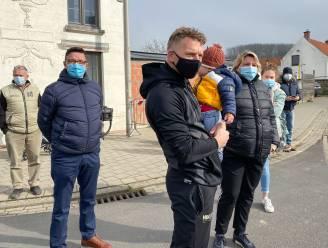 Handvol supporters moedigt renners aan op de Kattenberg in Ename