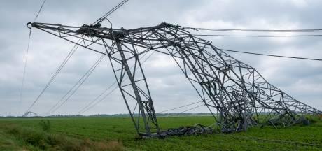 Meteoroloog heeft het antwoord: valwind blies elektriciteitsmasten bij Oosterwolde als dominostenen omver