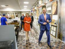 Koning verrast medewerkers van La Poubelle en Schijvens in Hilvarenbeek met een bezoek