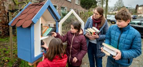 Boekendief steelt Rhedense minibiebs leeg: 'Ik hoop maar dat hij of zij al die boeken leest'