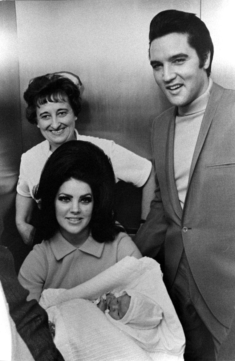 Elvis and Priscilla Presley met pasgeboren Lisa Marie, op 1 februari 1968. Beeld BrunoPress/World Picture News