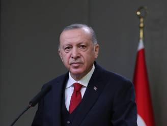 """Turkse president Erdogan haalt na stilgelegde match PSG - Basaksehir uit naar """"racistisch"""" Frankrijk"""