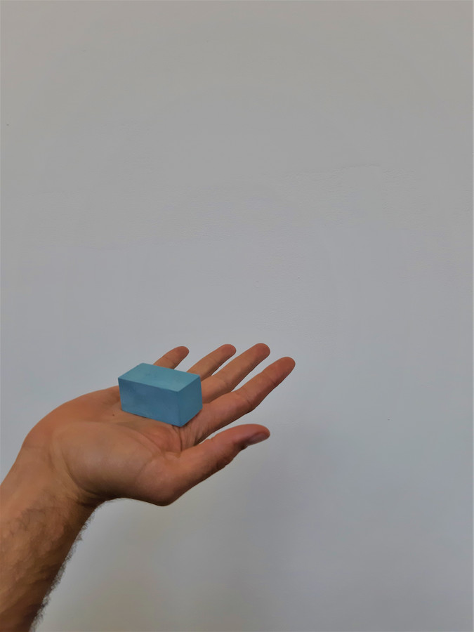 Deze hoeveelheid plastic zit in een tas van Albert Heijn. Studio Drift presenteert het project 'Materialism', te zien in De Kazerne en in het Van Abbe.