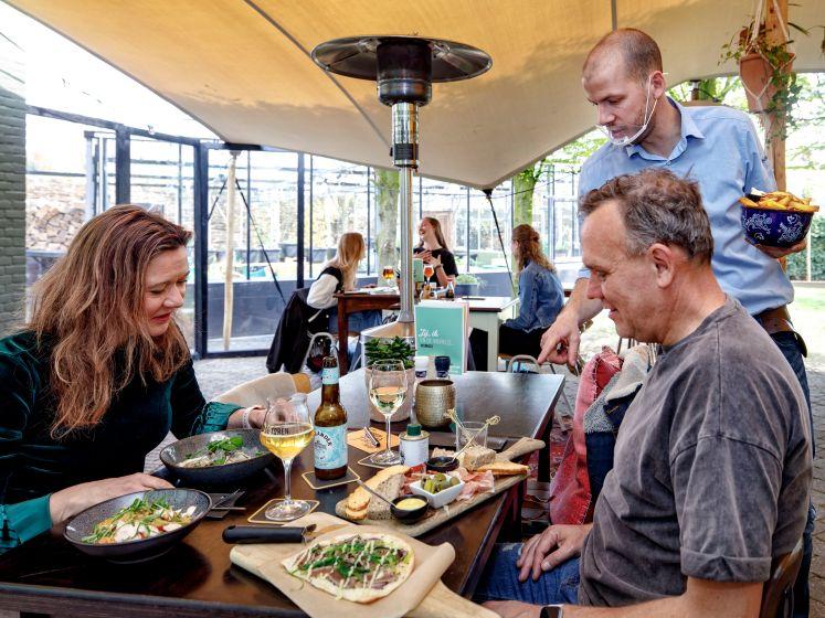 De binnentuin van Eetcafé de Toren, een magnifieke lunchplek