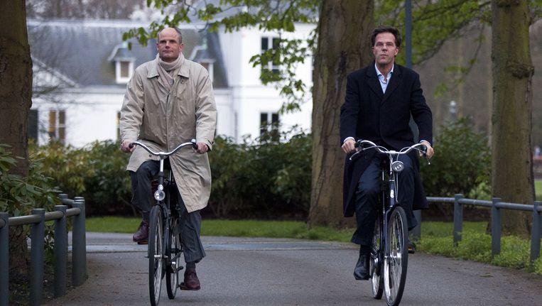 Premier Mark Rutte en VVD-onderhandelaar Stef Blok verlaten het Catshuis op de vijfentwintigste dag van de tussenformatie. Beeld ANP
