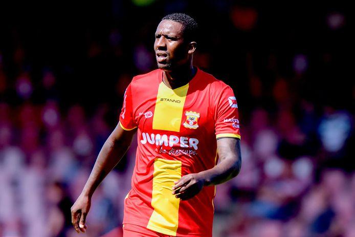 Douglas in het shirt van Go Ahead Eagles.