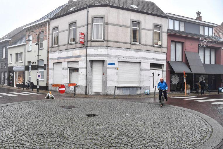De vechtpartij gebeurde in de straat rechts.