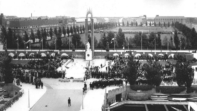 De onthulling van het Van Heutszmonument in 1935 Beeld anp