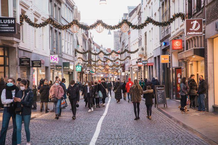 Vorige maand gingen de Belgen nog in Maastricht shoppen, maar de burgemeesters vrezen nu het omgekeerde.