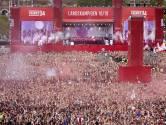 Ajax zonder noemenswaardige problemen groots gehuldigd in Amsterdam