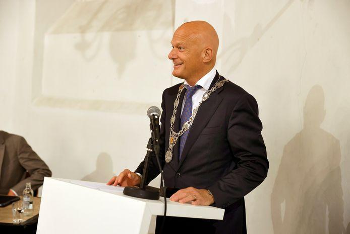 Bert Wijbenga werd twee weken geleden geïnstalleerd als burgemeester van Vlaardingen.