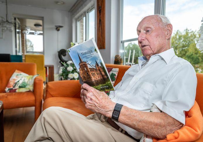 Jan van Dalen (87) heeft zijn Helmondse jeugdherinneringen gebundeld.