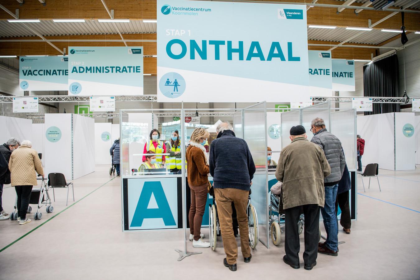 Actuellement, 1.472.477 Belges ont reçu au moins une première injection de vaccin.    Pictured in Gooik, Belgium, on 15/03/2021. ( Photo by Mathieu Golinvaux / Photo News )