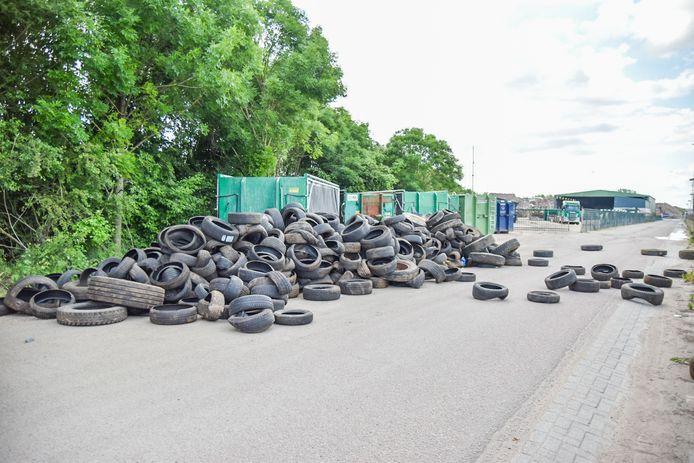 De enorme hoeveelheid gedumpte banden in Huissen.