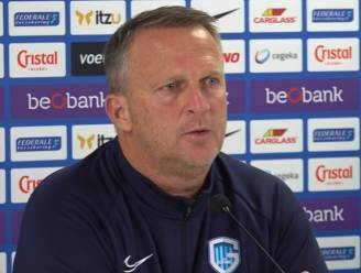 """Genk-coach Van den Brom geraakt door vertrek van zijn assistent: """"Maar we zitten nu eenmaal in een situatie waarin iets moet gebeuren"""""""