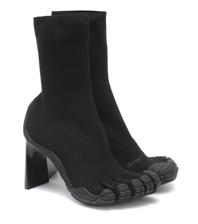 Les fameuses bottes sont aux prix de 1.090 euros.