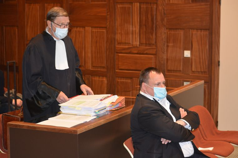 In de rechtbank, waar Van Haut donderdagmorgen werd bijgestaan door strafpleiter Jef Vermassen. Beeld De Voogt