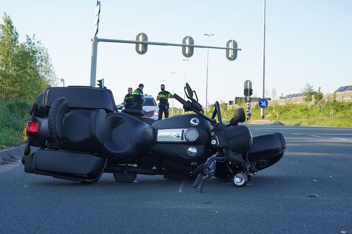 De motorrijder raakte bij de botsing gewond