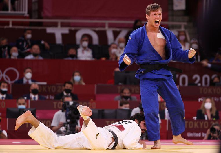 Matthias Casse verslaat de Geogiër Tato Grigalashvili en haalt zo een bronzen medaille binnen Beeld Getty Images