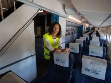 KLM-stewardess Esther (37) werkt tijdelijk bij Aviodrome in Lelystad: 'Toch nog een beetje thuis'