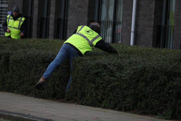 De zoektocht naar de vermiste Zoetermeerse Jeanne Rouwhorst- van der Linden (75) ging vandaag onverminderd door. De politie zoekt in de omgeving. Het veteranen search team wordt ingezet.