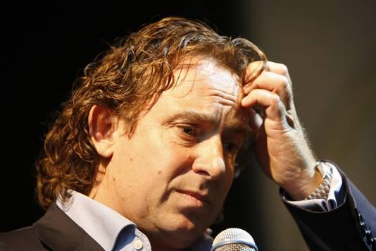 Marco in 2009, pratend over het faillissement.