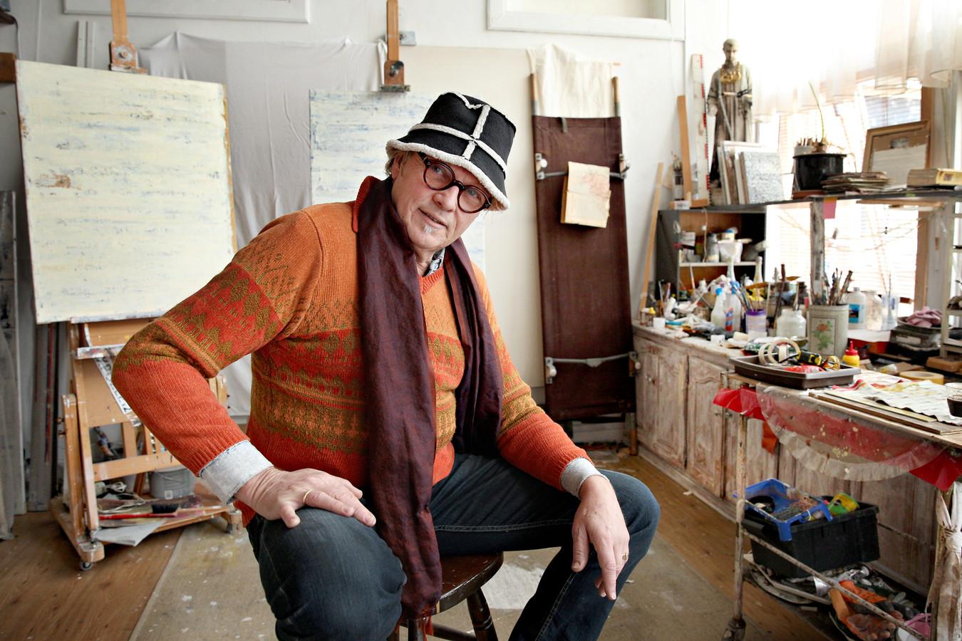 Kunstenaar Alex Meidam is een van de Rotterdamse kunstenaars die worstelen met steeds duurdere huurprijzen en te weinig ateliers in de stad.