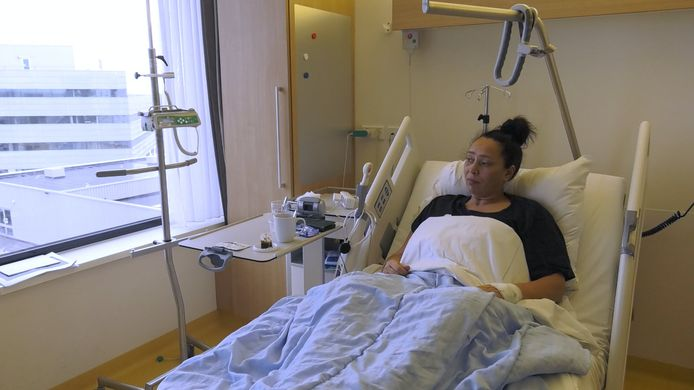 Danielle ligt met kanker in het ziekenhuis in coronatijd