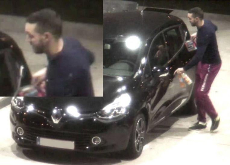 Twee dagen voor de bloedige aanslagen aan het Stade de France en concertzaal Bataclan werd Salah Abdeslam gezien in een wagen met Mohamed Abrini die op dit beeld in de auto instapt. Beeld photo_news