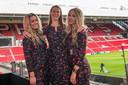 Felicity Damen, Nicole van den Broek en Lianne Diender (vlnr) in de nieuwe jurkjes.