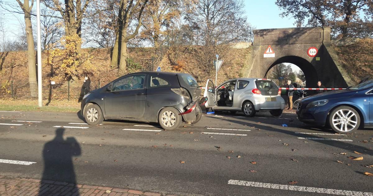N233 in Rhenen afgesloten na ongeluk met meerdere gewonden.