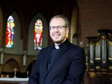 Het geheim van kapelaan Van Velthoven is zijn aanstekelijk enthousiasme
