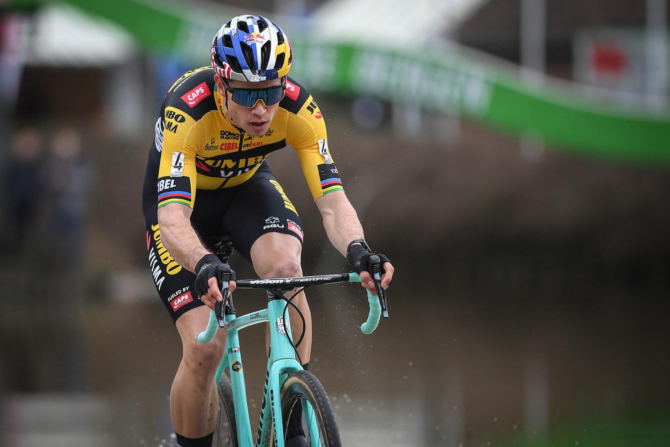 Wout Van Aert lance sa saison de cyclocross, samedi, à Courtrai.