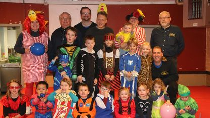 Kinderdriekoningen genieten van meespeelshow met Jens de Lakei